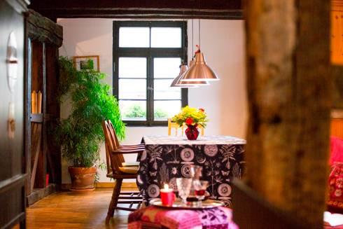 Stimmungslichter: landhausstil Wohnzimmer von Immotionelles