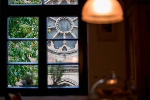 Zimmer mit Aussicht: landhausstil Küche von Immotionelles