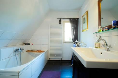 Badezimmer: landhausstil Badezimmer von Immotionelles