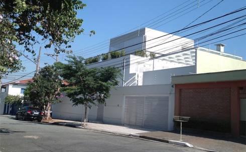 Residência Guatás: Casas modernas por Vitor Dias Arquitetura