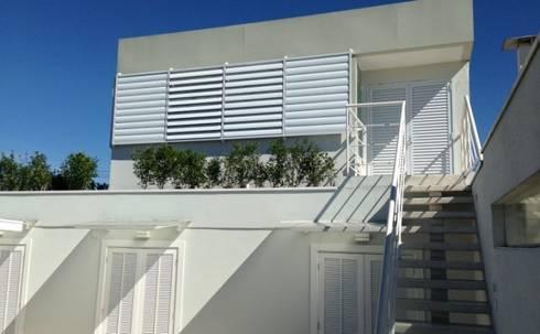 Fachada do escritório: Casas modernas por Vitor Dias Arquitetura