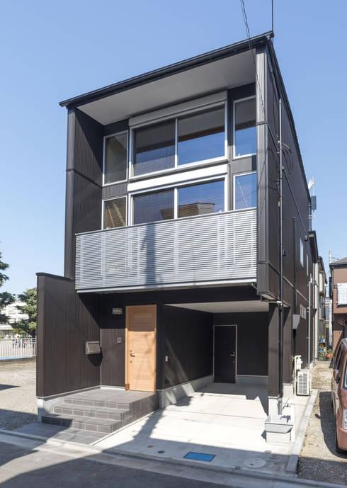 Casas de estilo  por 岡本建築設計室