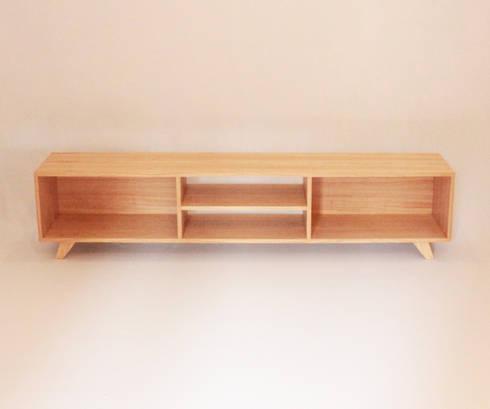 Consola Vanilla: Dormitorios de estilo moderno por Debute Muebles