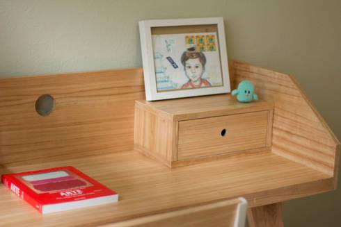 Escritorio Domingo: Estudio de estilo  por Debute Muebles