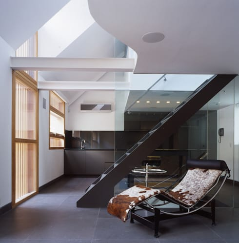 Park Square Mews:  Living room by Belsize Architects