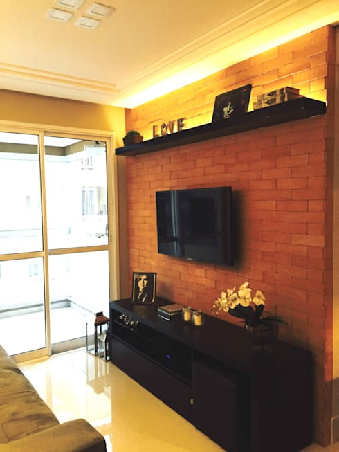 Living room by Suelen Kuss Arquitetura e Interiores