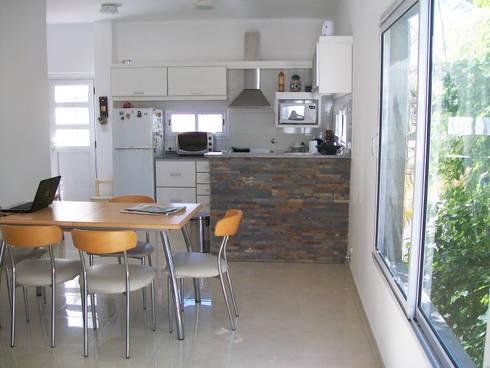 Diseño de Cocina – Comedor:  de estilo  por Somos Arquitectura