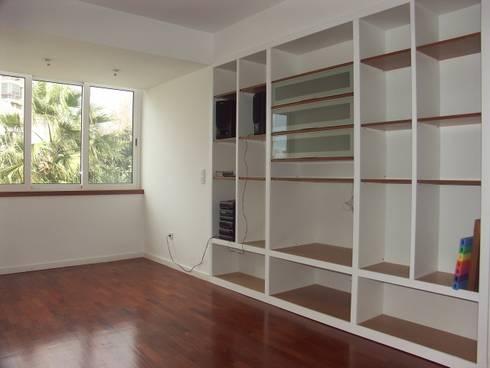 Sala: Salas de estar modernas por LUGAR VIVO, ARQUITECTURA, LDA