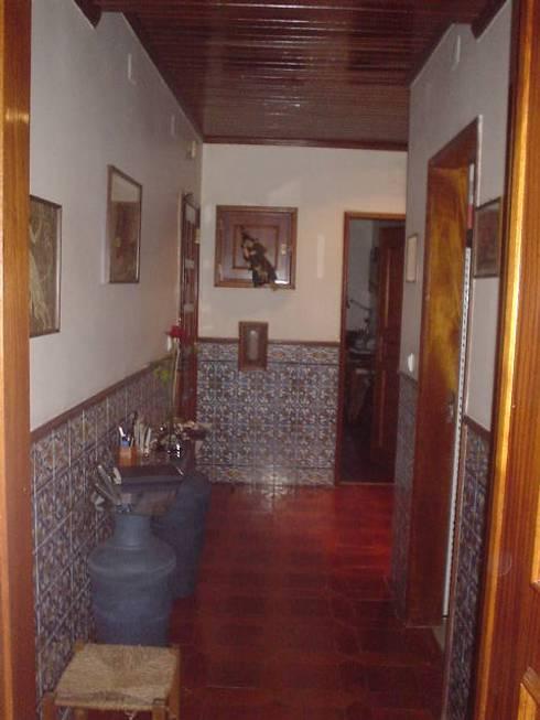 ANTES - hall: Corredores e halls de entrada  por LUGAR VIVO, ARQUITECTURA, LDA