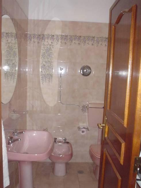 ANTES - IS: Casas de banho modernas por LUGAR VIVO, ARQUITECTURA, LDA