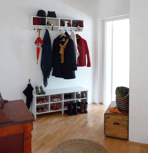 Une entrée chaleureuse: Couloir et hall d'entrée de style  par Skéa Designer