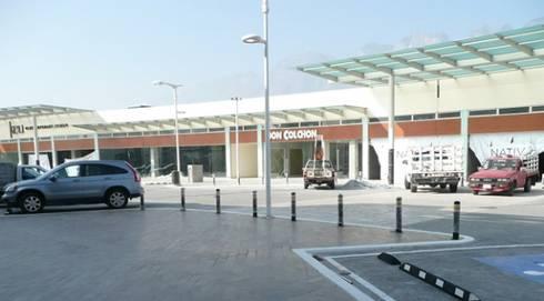 Plaza Nativa: Garajes de estilo moderno por Nacional de Bancas