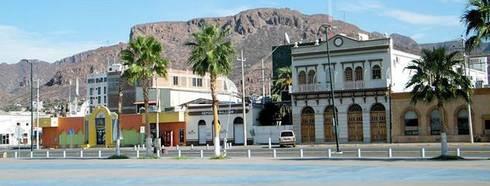 Malecón Turístico en Guaymas: Jardines de estilo moderno por Nacional de Bancas