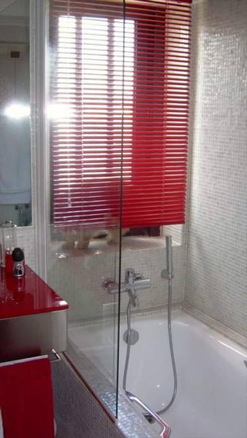 CASA DE BANHO DO QUARTO2: Casa de banho  por MARIA ILHARCO DE MOURA ARQUITETURA DE INTERIORES E DECORAÇÃO