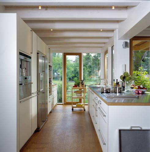 Projekty,  Kuchnia zaprojektowane przez Bau-Fritz GmbH & Co. KG