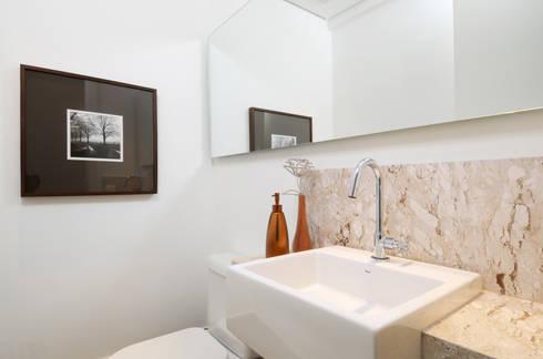 GENCONS: Banheiros modernos por Elaine Carvalho Arquitetura