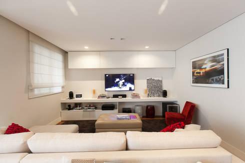 Apartamento Pinheiros : Salas multimídia modernas por Arquitetura Juliana Fabrizzi