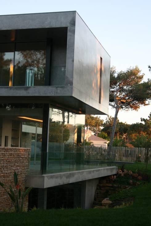 a:   por Areacor, Projectos e Interiores Lda