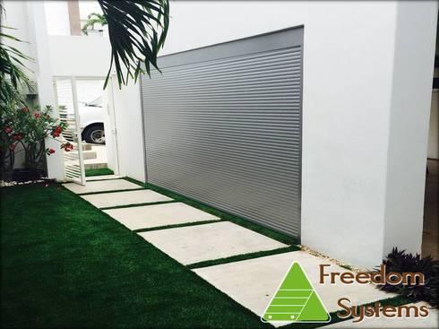Persiana ya instalada:  de estilo  por FREEDOM SYSTEMS MEXICO