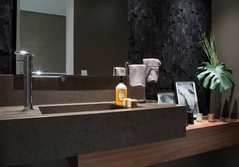 Apartamento PH: Banheiros modernos por Ricardo Cavichioni Arquitetura