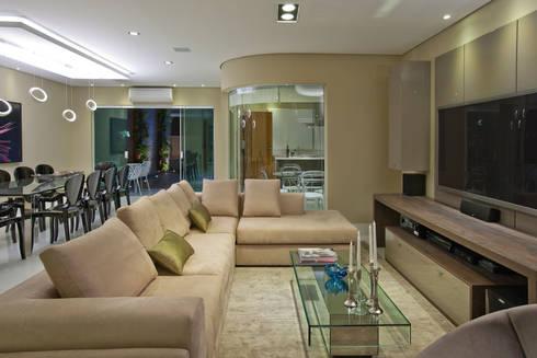 Casa São bernardo do Campo: Salas de estar modernas por Leila Libardi