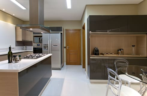 Casa São bernardo do Campo: Cozinhas modernas por Leila Libardi