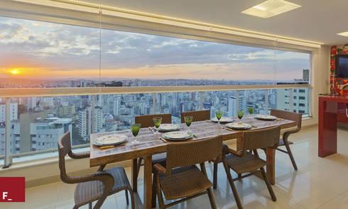 Varanda M_M: Varanda, alpendre e terraço  por Fadel Arquitetura