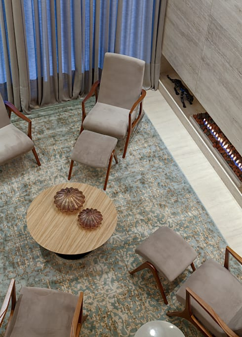 Sala da lareira: Salas de estar modernas por Mariana Borges e Thaysa Godoy