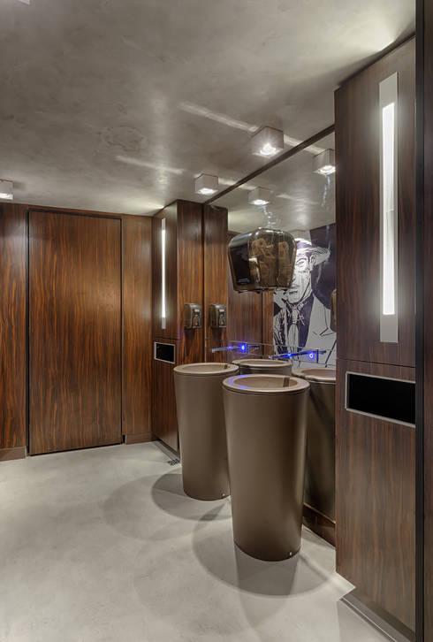 Banheiro: Bares e clubes  por Mariana Borges e Thaysa Godoy