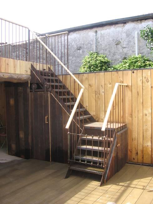 Escaliers extérieur: Couloir et hall d'entrée de style  par Tabary Le Lay