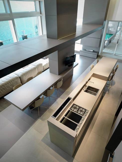 Villa T: Cucina in stile in stile Moderno di arkham project