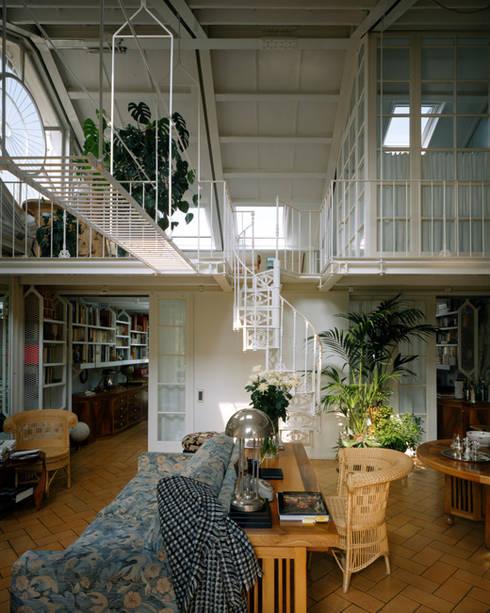 Abitazione a Brera, Milano: Soggiorno in stile in stile Moderno di VITTORIO GARATTI ARCHITETTO
