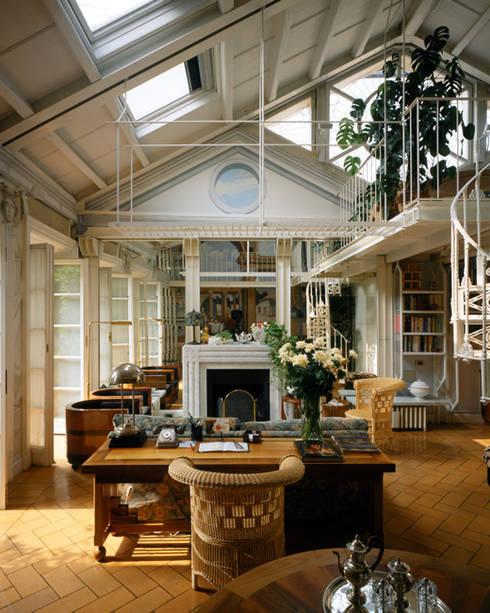 Living room by VITTORIO GARATTI ARCHITETTO