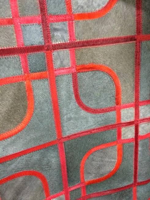 Sillas y alfombras: Livings de estilo moderno por Big BKF Buenos Aires