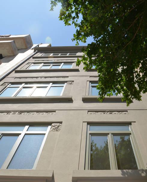 Fachada Principal: Casas clássicas por Germano de Castro Pinheiro, Lda