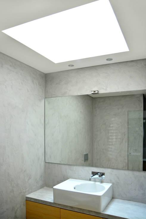 Casa de Banho : Casas de banho modernas por Germano de Castro Pinheiro, Lda