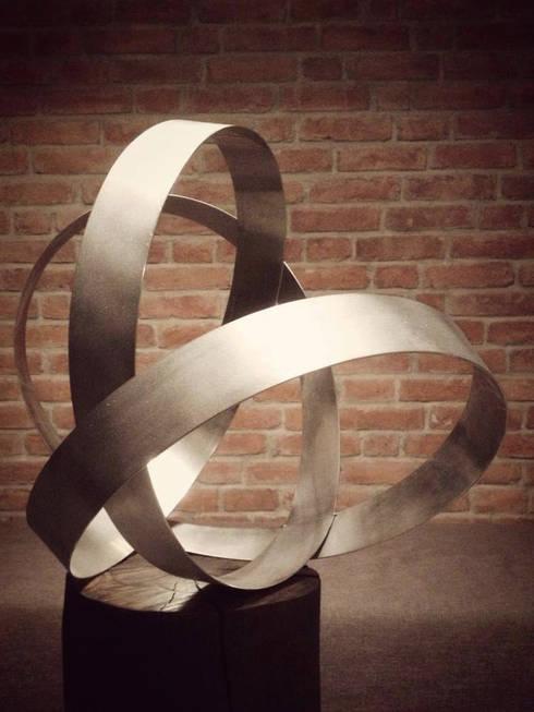 Edelstahlskulptur:  Kunst  von Esther Jonitz
