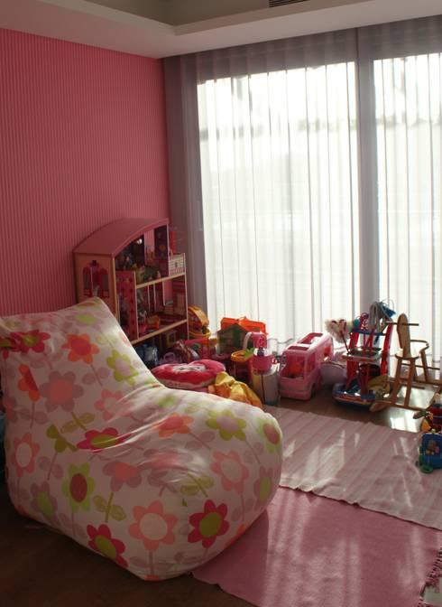 quarto de brincar: Quartos de criança modernos por Joana Conceição - Architecture and Interior design