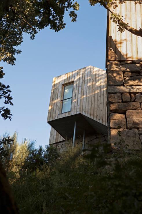 Moinhos da Corga : Casas modernas por Escritorio de arquitetos