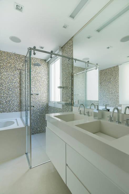 Baños de estilo  por Cactus Arquitetura e Urbanismo