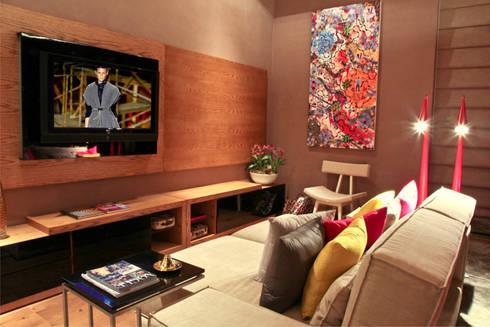 Estudio Home Theater e Home Office: Salas multimídia modernas por Mariana Borges e Thaysa Godoy
