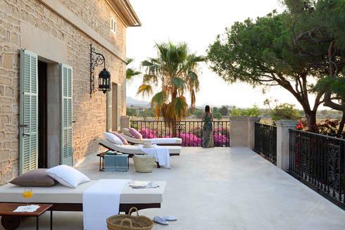Hotel in Mallorca Cal Reiet / The Main house : Terrazas de estilo  de Bloomint design