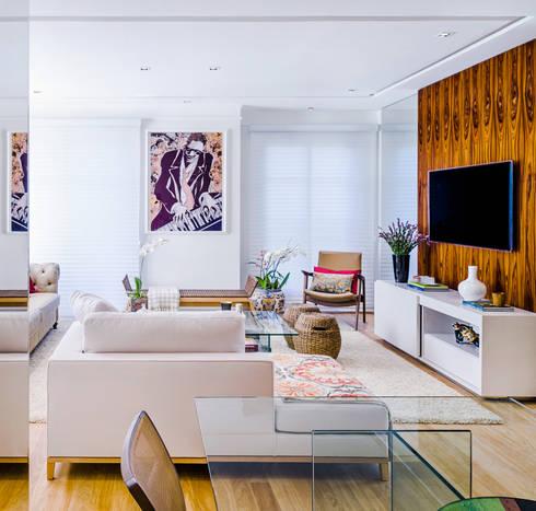 Residência Elegante: Salas de estar modernas por Studio ML