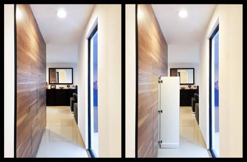 ESPACIOS DE GUARDADO: Vestidores y closets de estilo minimalista por Región 4 Arquitectura