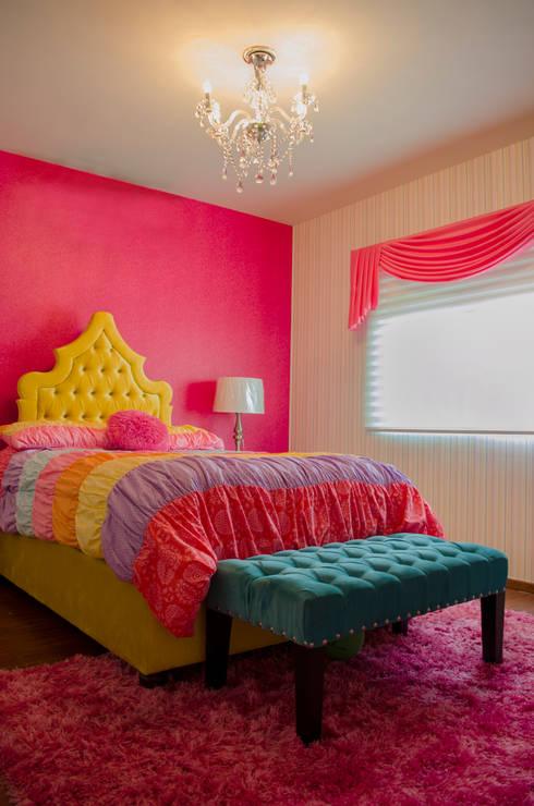 INTERIORISMO RESIDENCIAL: Habitaciones infantiles de estilo  por DOS TINTAS Home&Decor