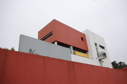 Casa na Portela: Casas modernas por Borges de Macedo, Arquitectura.