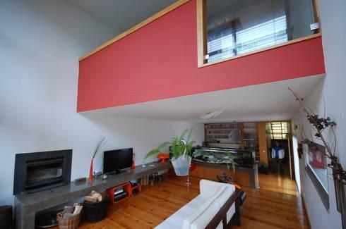 Casa na Portela: Salas de estar modernas por Borges de Macedo, Arquitectura.