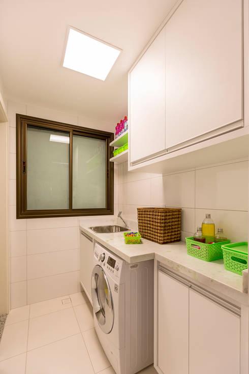 Área de Serviço: Cozinhas modernas por Flávio Monteiro Arquitetos Associados