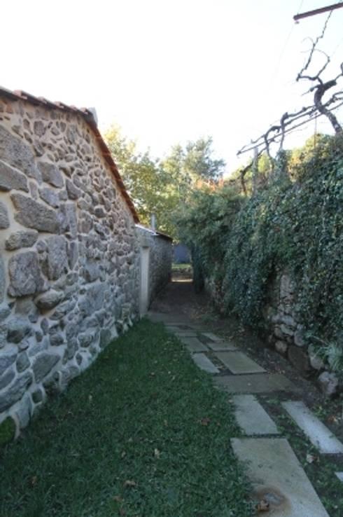 Turismo Rural em Paredes de Coura : Jardins modernos por Escritorio de arquitetos
