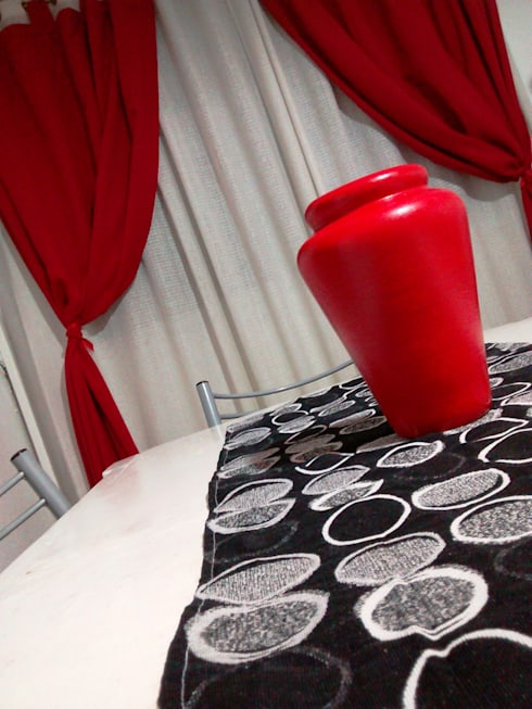 Red, black and white.: Comedores de estilo minimalista por Ofelia Design
